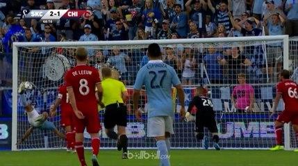 Gol Salto Sensasional Tepat di Atas Garis Gawang!