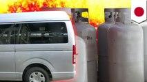 ワゴン車に積まれたガスボンベが爆発 2人がけが