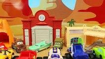 Gros par par des voitures chassé drapeau géant foudre radiateur ressorts par le biais avec Disney mater mcqueen