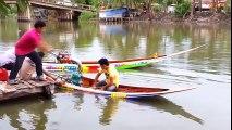 Asie : des barques équipées de moteur de jet ski