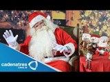 Santa Claus se esfuerza al máximo para entregar los regalos