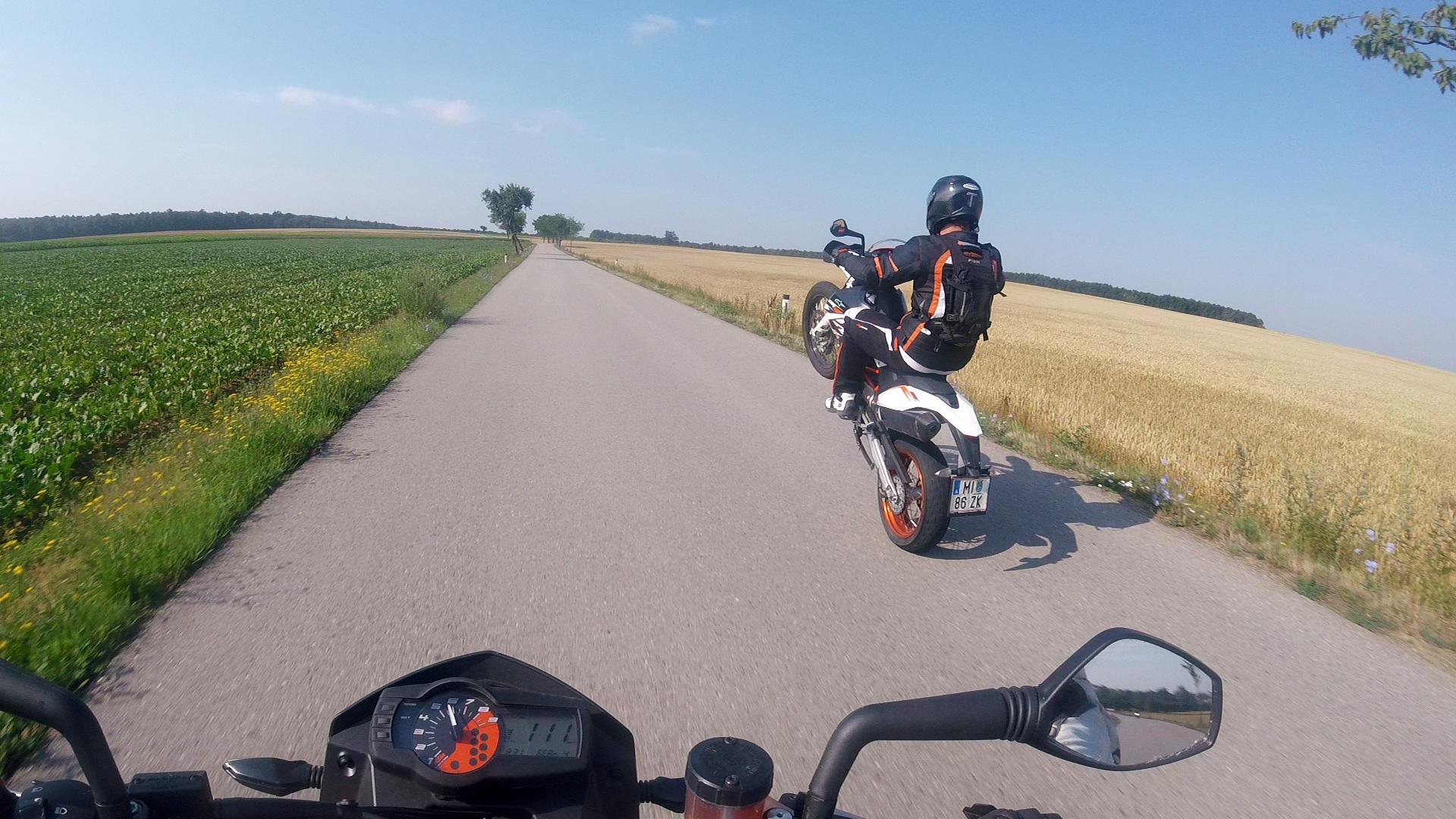 KTM 690 wheelie