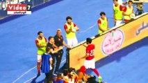 صالح جمعة يتجه لـ عماد متعب عقب احرازه الهدف الرابع في شباك سموحة