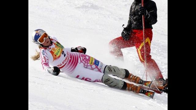 LINDSEY VONN BREAKS ARM | Lindsey Vonn shows off gruesome injury SKIING