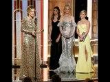 Golden Globes 2017 :nominee Sarah Paulson kisses BFF Amanda Peet on the red carpet