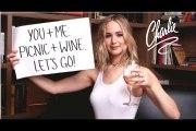 Jennifer Lawrence really wants to drink wine with you.جینیفر لارنس واقعی آپ کے ساتھ شراب پینا چاہتی ہے۔