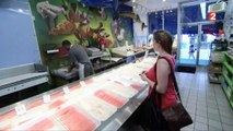 Le Canada devient le premier pays à vendre du saumon transgénique, mais qu'est-ce que c'est ? Regardez