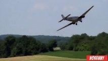 Un gros avion RC se crash à l'atterrissage