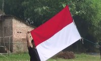 Warga Desa Gelar Upacara Bendera Secara Sederhana