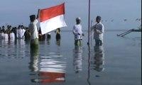 Upacara Bendera Digelar di Tengah Laut