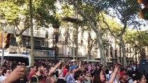 VilaWeb. Barcelona. Racists group stopped by Catalan citizens at La Rambla Barcelona