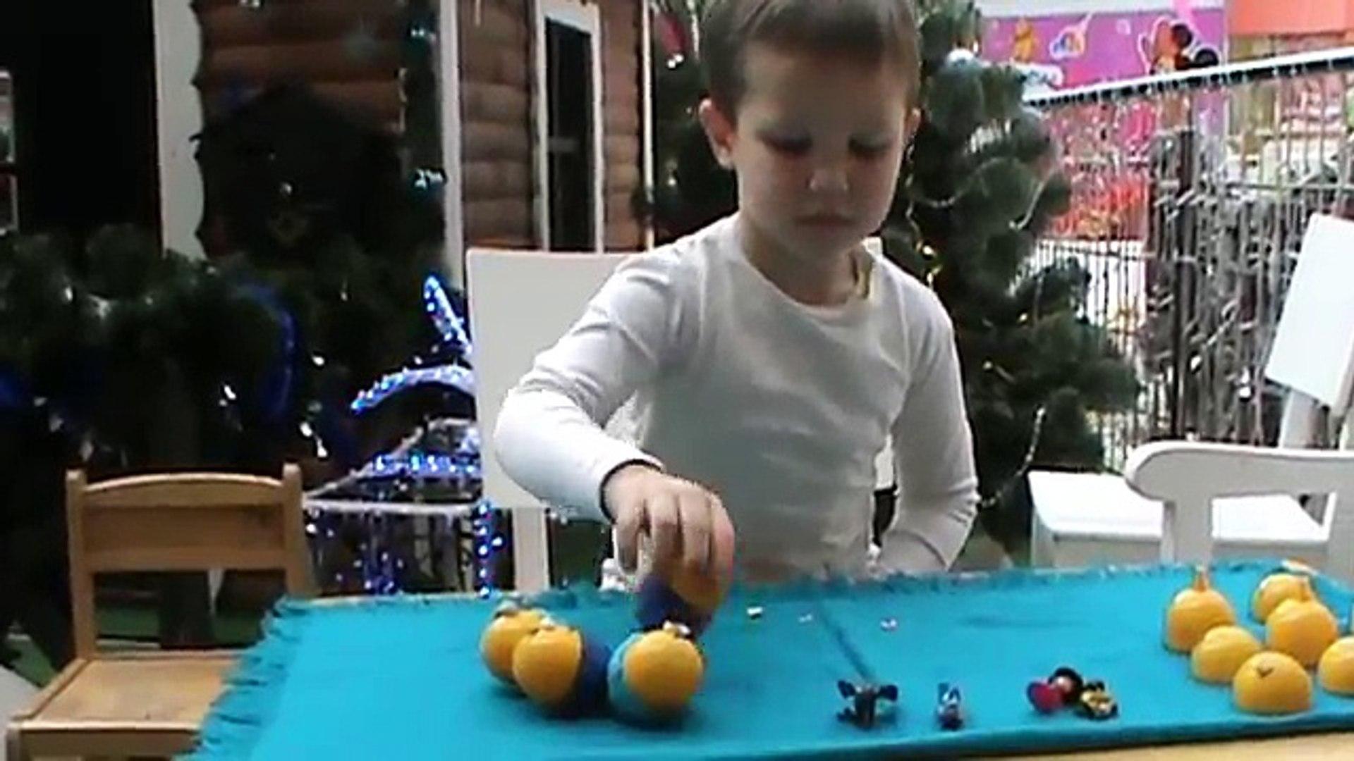 Миньоны яйца с сюрпризом открываем игрушки Minions oeufs avec des jouets surprise ouvertes