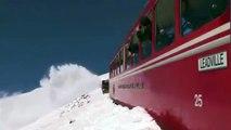 Puissant souffleur de train à neige à grande puissance grâce à des chemins de chemin de fer Deep Snow Full HD Compilati