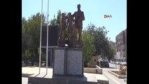 Diyarbakır'da Atatürk Anıtına provokasyonda bulunmuştu! Gözaltına alındı