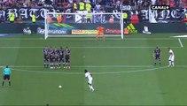 But sur coup-franc de Bertrand Traoré - Lyon VS Bordeaux 3-1 (19 août 2017)
