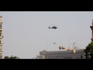 شاهد   طائرات الاباتشى تحلق فى سماء التحرير إحتفالاً بتنصيب السيسي