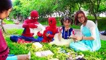 À bébé gelé fantôme maléfique signifier école homme araignée professeur contre Elsa w joker elsa anna s
