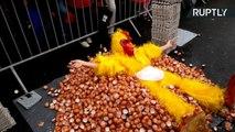 Belgas fazem omelete com milhares de ovos