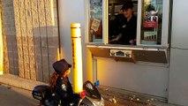 Pitre pour de enfants tueur en cours dexécution effrayant vidéo Les enfants de police
