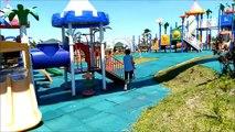 Et Château enfants la famille pour amusement amusement drôle de plein air parc Cour de récréation diapositives avec années disney