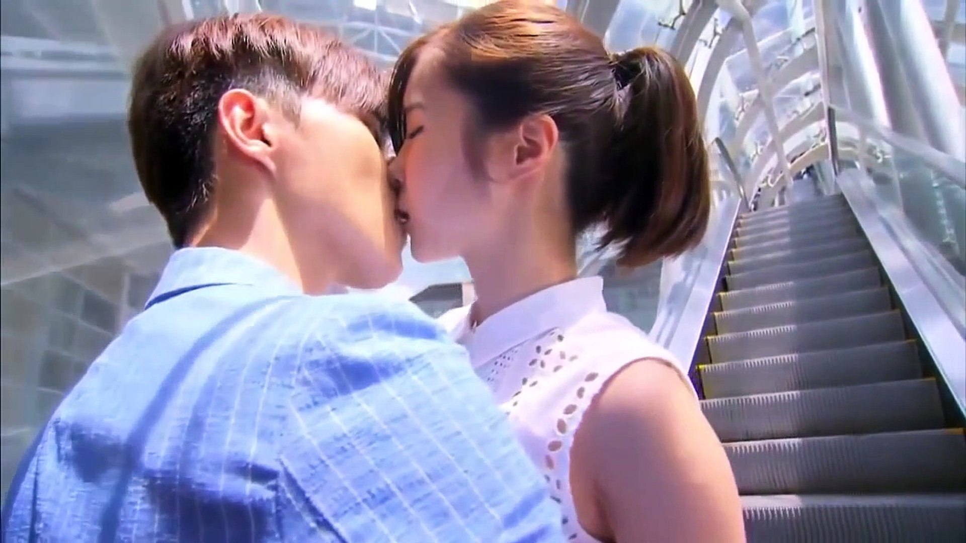 paling Top ~ Kissing scene from Korean Movies
