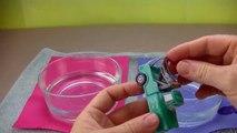 Et des voitures changeurs couleur chaud dans laboratoire requin éclaboussure piste piste roues Disney science sh