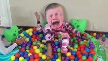 Bébés bébé mal gros pleurs gelé tête la magie Magie voir à Il jouets vidéo contre Gumballs w elsa