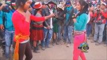 Festival de baffes entre femmes au Pérou... Pour de vrai !!