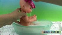 Bebé baño bebé en muñeca enojado lun mea video Emma corola clásica muñeca que hace pis