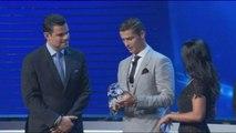 Cristiano Ronaldo é eleito melhor jogador da temporada europeia em dia de sorteio da Liga dos Campeões