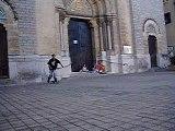 gamel sur un petit 3 marche en skate