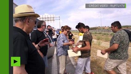 Mobilisation pour le prix des pêches : des agriculteurs espagnols perturbent la circulation