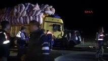 Niğde Kamyon ile Fransa Plakalı Otomobil Çarpıştı: 3 Ölü, 5 Yaralı