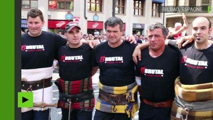 Les Sept Mercenaires d'Espagne traînent une pierre de 4,5 tonnes