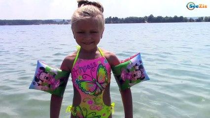 Едем к Озеру Купаемся и прыгаем в воду с Ярославой и Хелло Китти HELLO KITTY TOYS for Kids