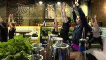 [Insolite] A Londres, des cours de yoga-bière dans les pubs