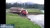 Conducteurs extrême dans russe un camion Dans le 4 conditions de camions russes conditions extrêmes