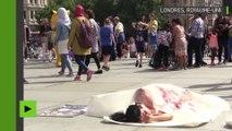 Des végétariens proposent aux passants de consommer de la «viande humaine» sur Trafalgar square