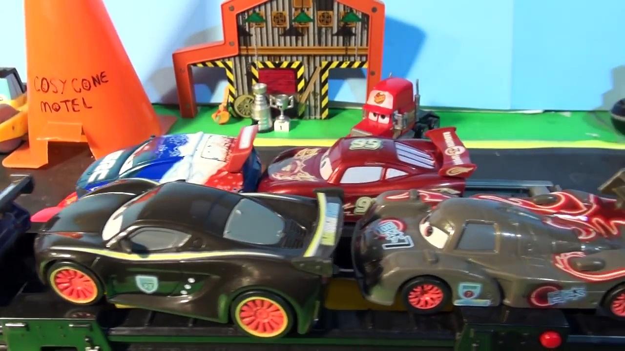 Des voitures Nouveau ne dans aucun partie pneus jouets Disney pixar diecast 23 mcqueen mater カ ー ズ 2017