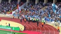 Monaco-OM : Des fans de l'OM sur la piste d'athlétisme du stade Louis II