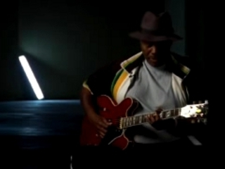 Gibson Guitar Hero Video: Johnny Jones Playing Guitar