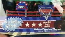 Des voitures foudre monstre course course un camion Disney toon kinder surprise mater mcqueen playdoh tr