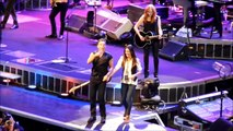 Bruce & Jessica Springsteen - Dancing In The Dark live @Bercy Paris 2012