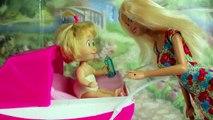 Enfants pour et jouets clin doeil sur russe avec Masha Masha poupées dours sont devenus petits