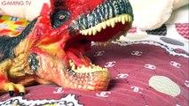 Attaque dinosaures énorme longue requin serpent jouets contre requin jouet et attaque terroriste essaim de serpent