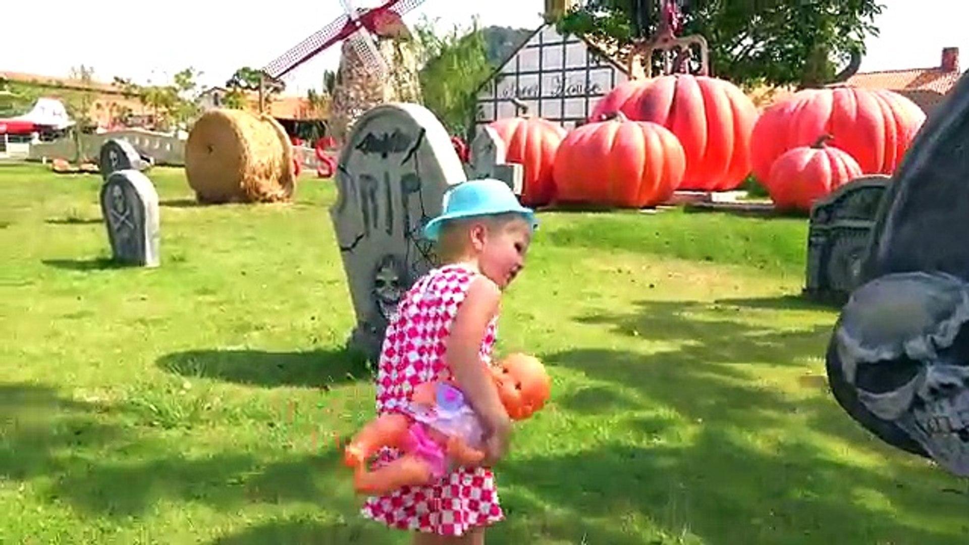 Bad baby Настя уехала в парк и в перевернутый дом Good girl rides to the farm Funny video