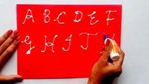 Capitale enfants pour écriture des lettres écriture Cursive |