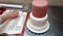 Un et un à un un à flottant gâteau escroquerie avec pour Comment faire faire oreillers à Il mariage décoration Fondant