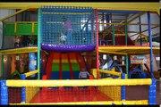Des balles Centre la famille pour amusement amusement intérieur enfants jouer Cour de récréation salle de jeux diapositives avec  