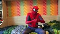 Motosikletçi Örümcek Adam KAKA VS süper Kahraman Batman KAKA Komik Motosiklet Hikaye